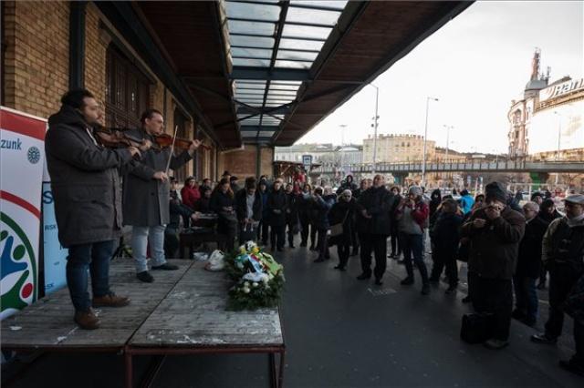 Emléktáblát avattak Puczi Béla roma vezető tiszteletére Budapesten