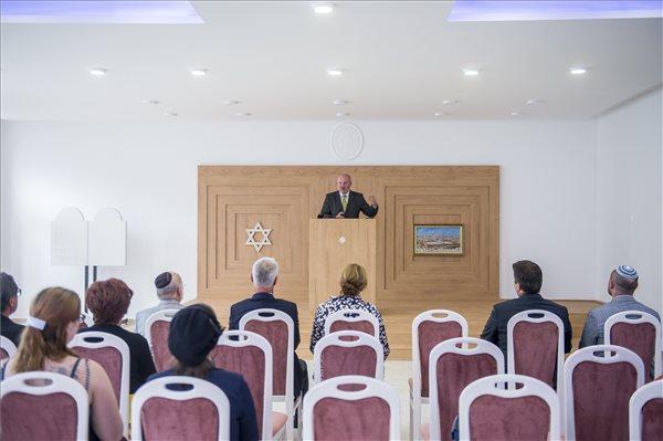 Kormányzati támogatással megújult a kecskeméti hitközség nagy imaterme