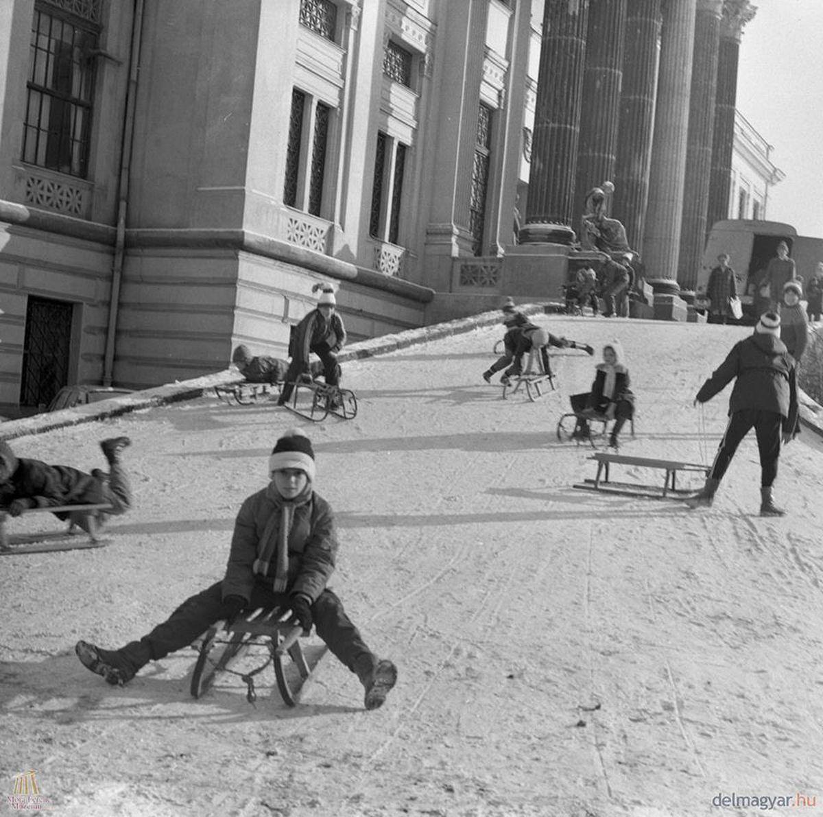 Hangolódjon a nagy havazásra régi téli szegedi fotókkal